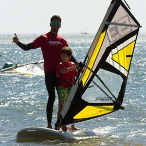 monitor con uno de nuestros alumnos de windsurf
