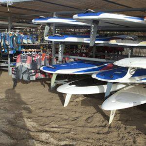 alquiler de tablas de surf y windsurf en Punta del Moral