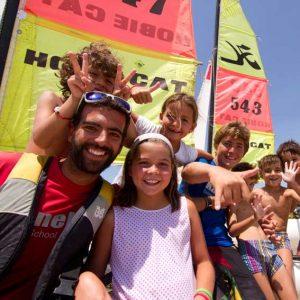 Alumnos de Catamarán infantil en Punta del Moral , Huelva con Kanela Sailing School