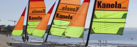 catamarán navegando en Punta del Moral , Huelva con Kanela Sailing School