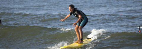 monitor dando clase de windsurf en Isla Canela y Punta del Moral , Huelva con Kanela Sailing School