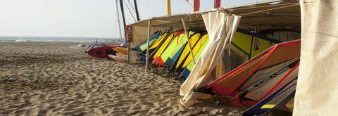 Imagen aérea de las instaciones de Kanela Sailing School en Punta del Moral