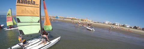 Uno de nuestros catamaranes navegando